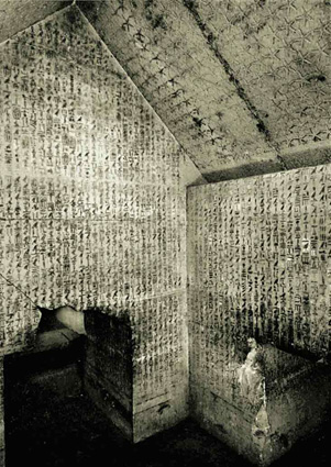 ANCIENT EGYPT : The Pyramid Texts in the tomb of Pharaoh Wenis ...